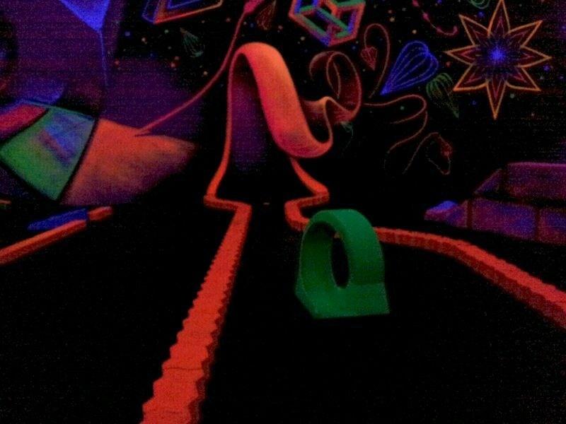 Schwarzlicht-Minigolf an der Ostsee - Minigolf - der Freizeitspaß für die ganze Familie